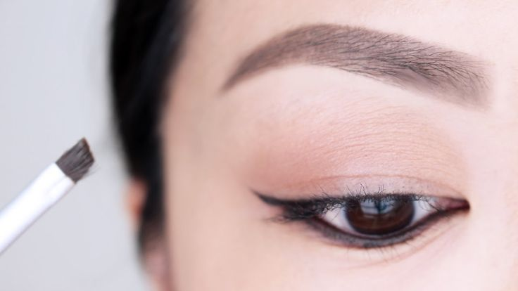 how to put makeup on eyebrows