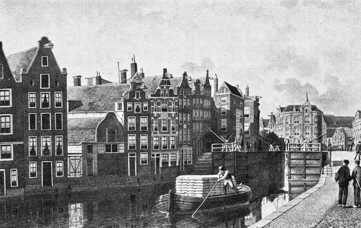 De Martelaarsgracht voor de demping in 1884, gezien naar de Nieuwezijds Voorburgwal en het Hekelveld