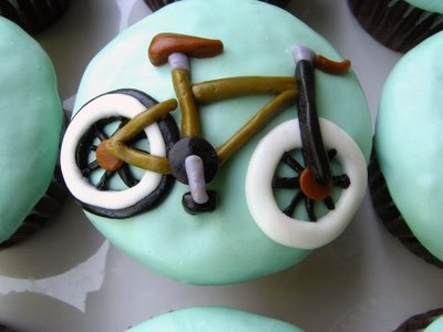 Is there anything better than a yummy cupcake? YES- a bike cupcake!