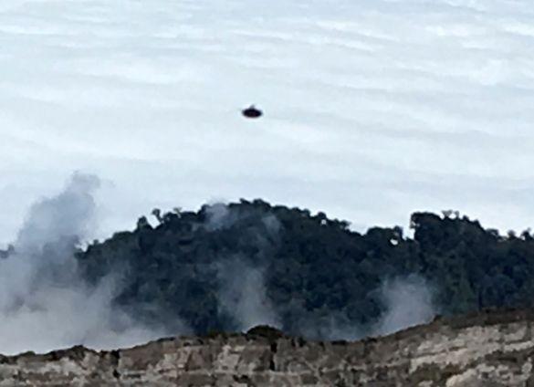+ - Uma pessoa em Cartago, na Costa Rica, reportou ter avistado e fotografado um OVNI em formato de disco, próximo do Parque Nacional do Vulcão Irazú, de acordo com testemunho deixado no Caso 74756, registrado no banco de dados da Mutual UFO Network (MUFON). A testemunha estava ao ar livre na área do parque …