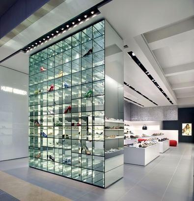 Kurt Geiger in Heathrow airport- Mirror/glass display shelf