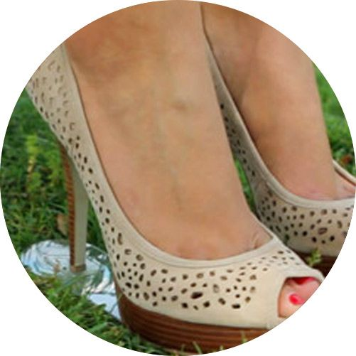 Protect your heels from grass with Grasswalkers. Our heel stopper technology lets you wear your favorite heels at outdoor events without risking to ruin them! Founded by Sheryl White