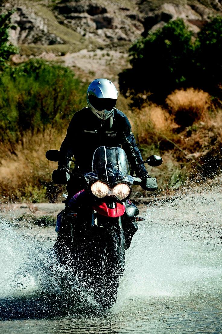 #Tiger #800 XC. Ama le strade aperte, divora i percorsi accidentati. Una #moto a tutto campo!