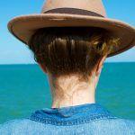 Je voyage en Charente-Maritime à la découverte du Sud de l'île de Ré www.detailsofperrine.com Hat : HM Shirt : Levi's