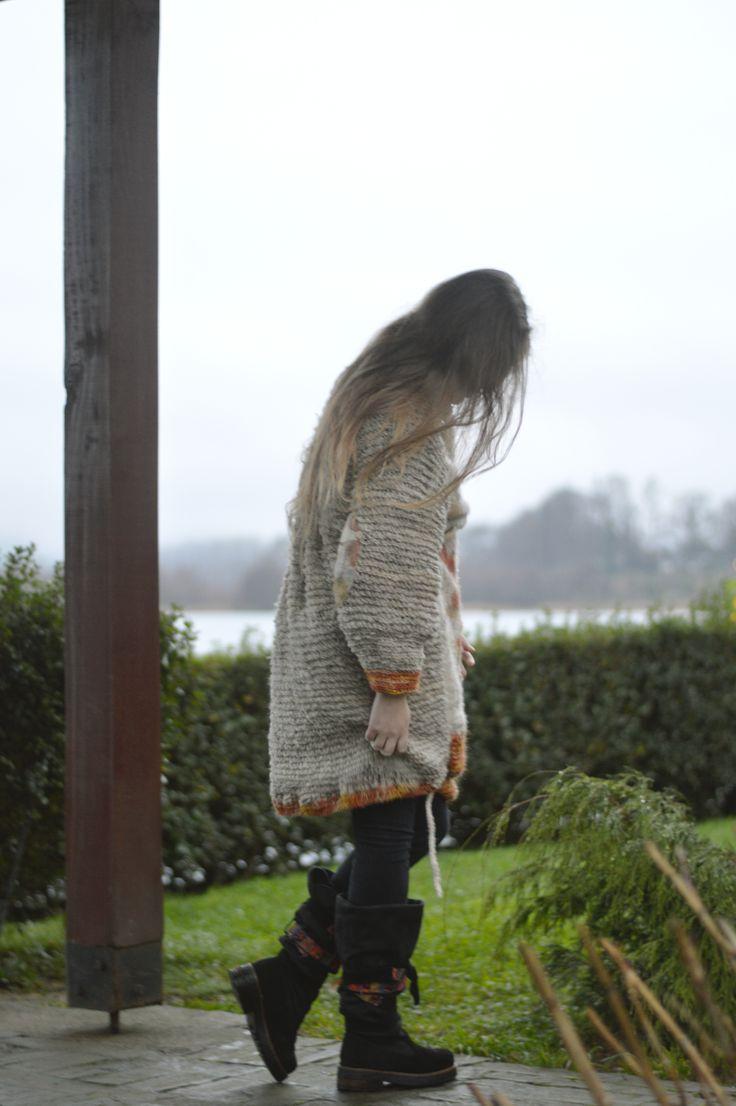 Invierno, abrigo tejido a mano, lana de oveja, Valdivia,Chile.