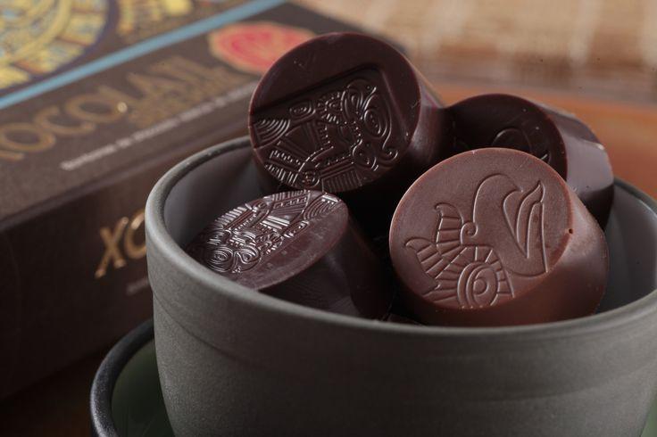 """Jueves de antojo... Disfruta hoy de unos deliciosos """"BOMBONES DE CHOCOLATE SERIE MAYA"""" de la #reposteriaastor   www.elastor.com.co"""