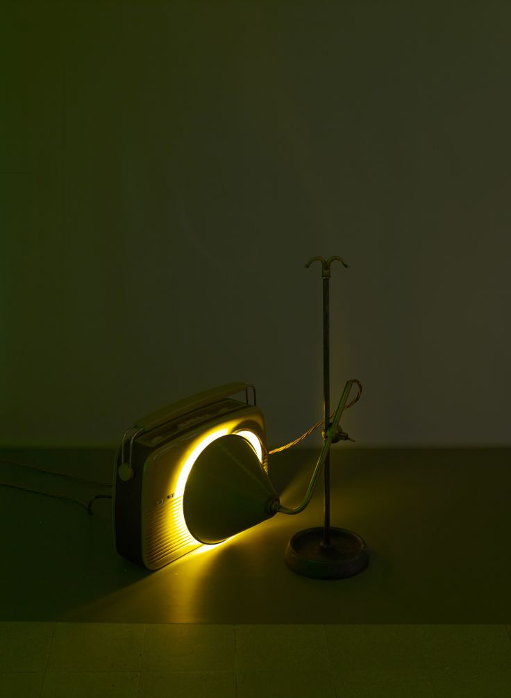 Haroon Mirza, The Calling, 2013-2014 Installation sonore (détail) Courtesy Lisson Gallery, Londres, ©Marc Domage