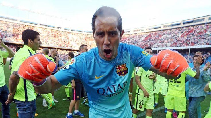 Celebrating on the Calderón pitch   FC Barcelona