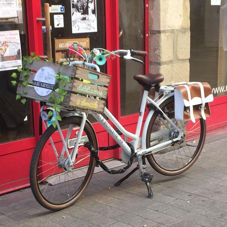 Le #vélo de la diététicienne La diète à vélo au #CentreVille de Nantes. #vintage