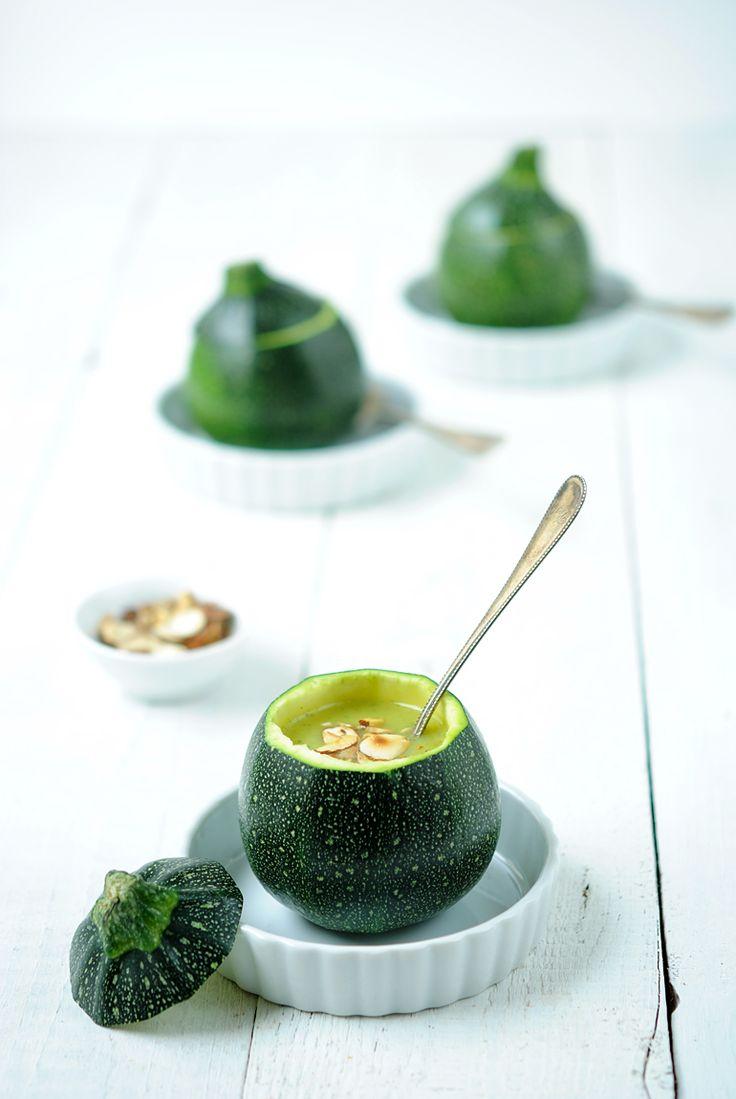 Feine vegane Zucchinisuppe mit Curry und Mandeln/ Rezept von Love nonpareille.