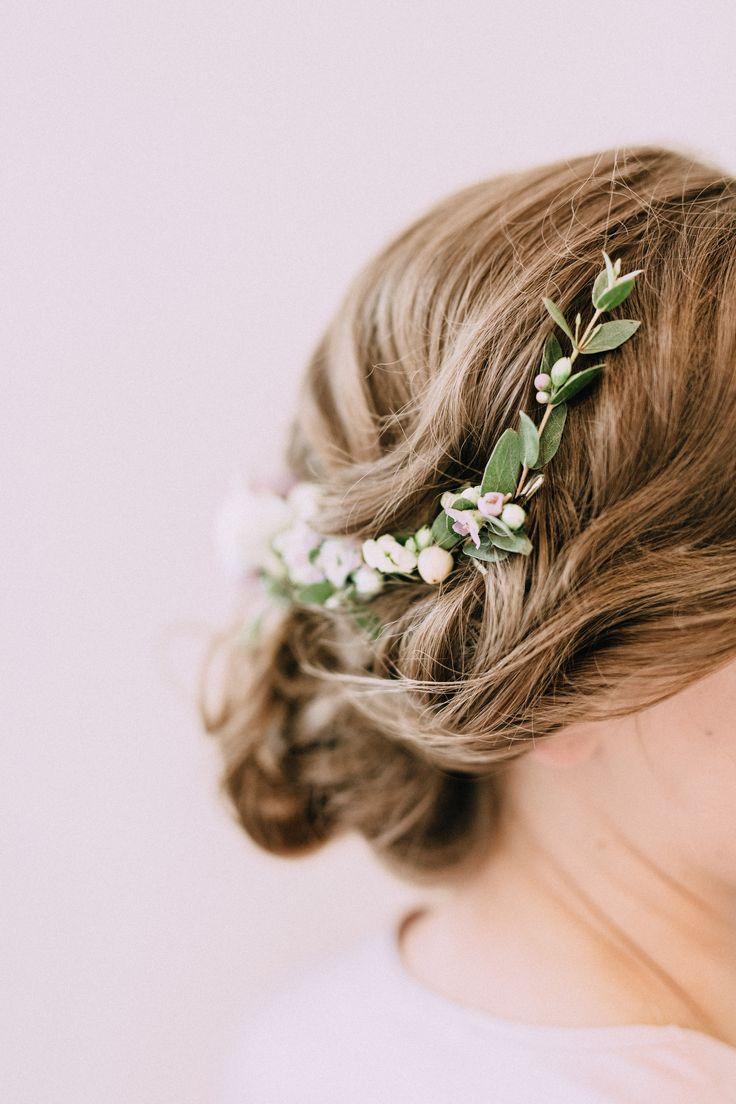 INNA Studio_flowers in the hair / kwiaty we włosach na ślub / pół-wianek / fot. Bajkowe Śluby