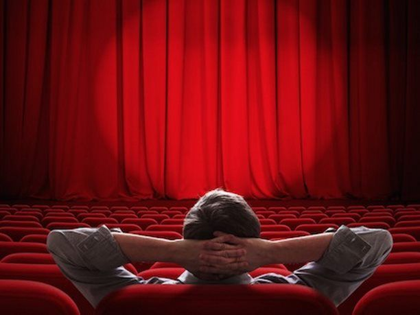 Επιλέξαμε κάποιες από τις καλύτερες ταινίες που έχουμε δει και μας άγγιξαν με τα μηνύματά τους. Κάτω από κάθε ταινία σας παρέχουμε το σύνδεσμο για να δείτε το τρέιλερ ή για να τη δείτε ολόκληρη δωρεάν απευθείας στο Youtube  1) Άνοιξη, Καλοκαίρι, Φθινόπωρο, Χειμώνας και ξανά Άνοιξη  Ένας ηλικιωμέ