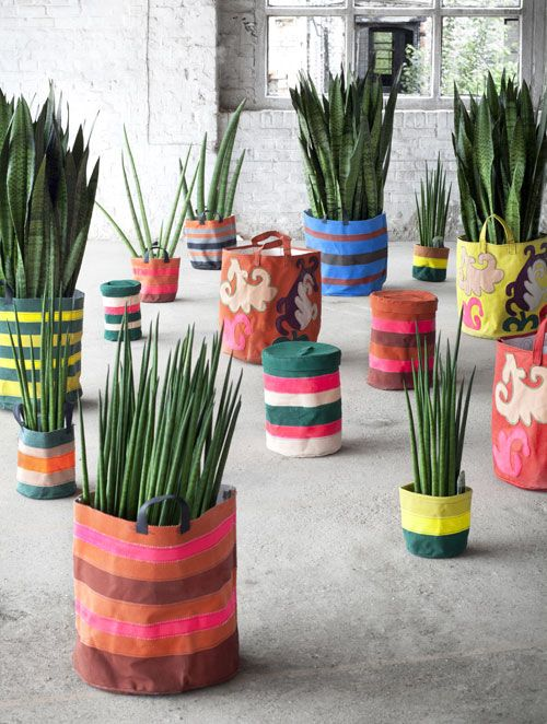 I love these plant pots from @Design*Sponge!  Such a fun way to reuse shopping bags and you can totally customize them!  #amazingness #scotchblue