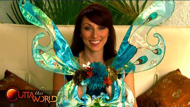 How to Make Faerie Wings (step-by-step) by Unreal Classy. Outta This World celebrates Faerieworlds with a step-by-step look at how to make your own faerie wings.