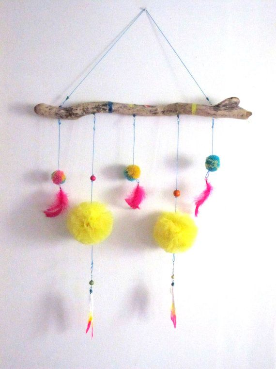 Pompoms and feathers mobile van Neonshop
