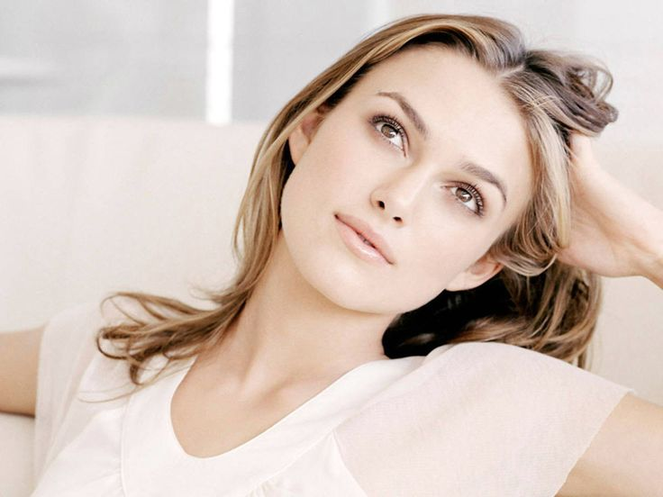 """Keira Knightley  """"I`m a tomboy beanpole? I can`t use a computer, so maybe I`m a bit out of the loop. I don`t know whether to be flattered or not flattered. The beanpole bit, is that good? Can you be a sexy beanpole?"""": Keiraknightley, Keira Knightley, Girl, Celebritie, Beautiful Women, Hair Style, Beauty"""
