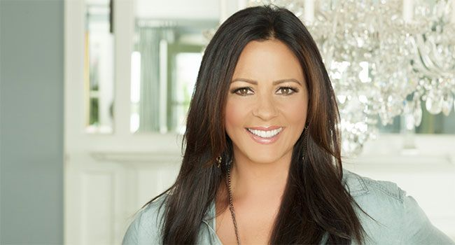 Sara Evans reprises limited At Christmas Tour
