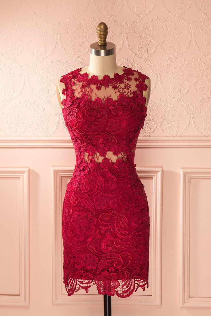 Raffinée et audacieuse, cette robe vous donnera une apparence majestueuse. Refined and audacious, with this dress, you will be famous. Raspberry lace cut-outs fitted dress www.1861.ca