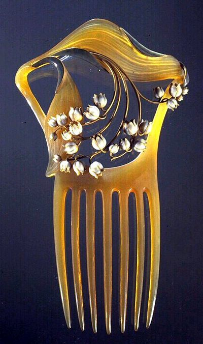 Lalique : Peigne en corne blonde, or, émail opaque sur or - Musée des Arts Décoratifs, Paris