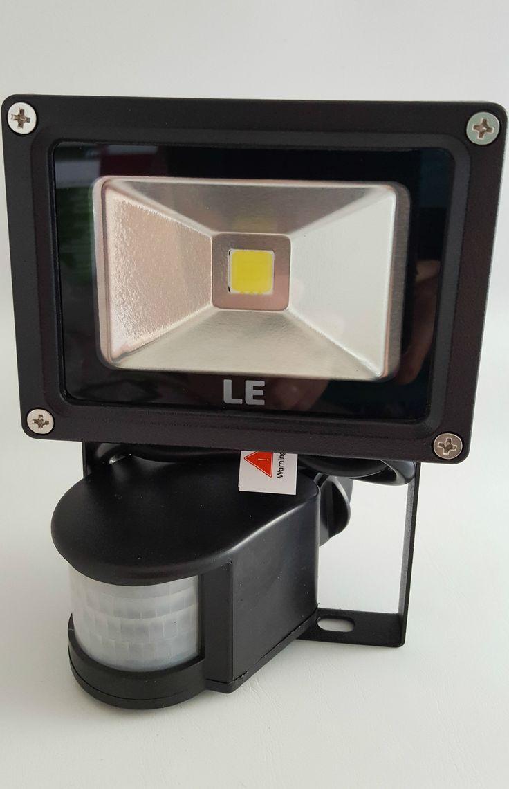 LED Fluter mit Bewegungsmelder kündigt Besuch an