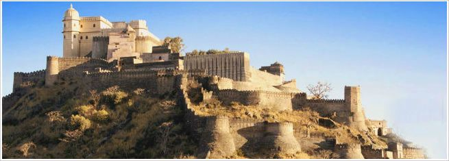 Udaipur to Kumbhalgarh Tour:A World heritage Site declared by UNESCO, the Kumbhalgarh Fort is truly one of the most majestic monuments in all of India and a visit to it should definitely be on your list of things to do in Udaipur.  Much like a gargantuan brown snake, the imposing ramparts of the Kumbhalgarh fort wind down for a monstrous 36 km along the contours of Aravalli, the hills that border most of Udaipur.