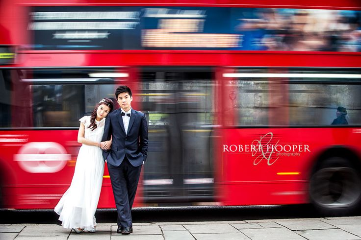 Chinese pre wedding photo shoot with London bus