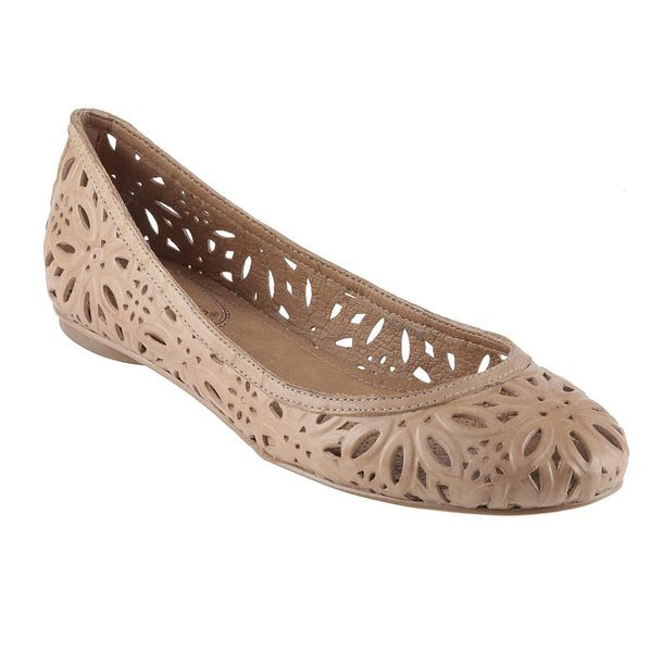 Love flats! They are my go to work shoe and these would be a great addition to my wardrobe!