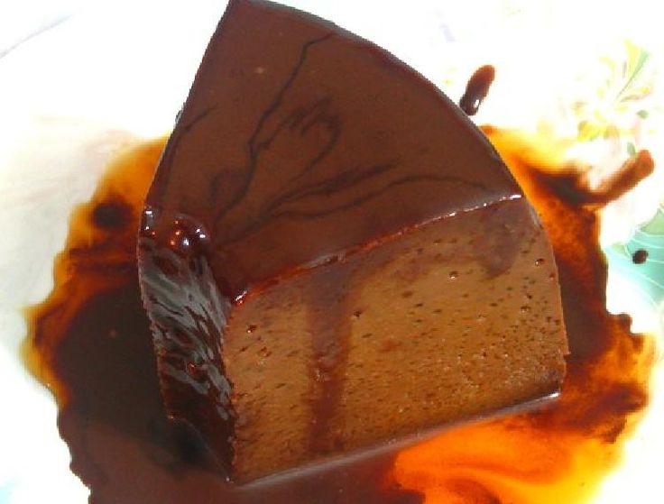 El sabor de este flan de chocolate se intensificó utilizando chocolate en barra y cacao amargo, para darle un profundo sabor a chocolate