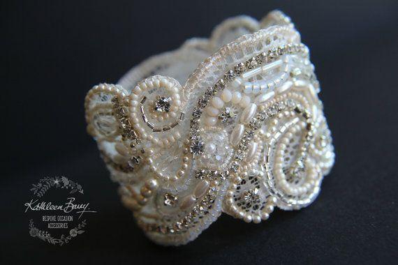 pearl bridal cuffbordado sobre encaje