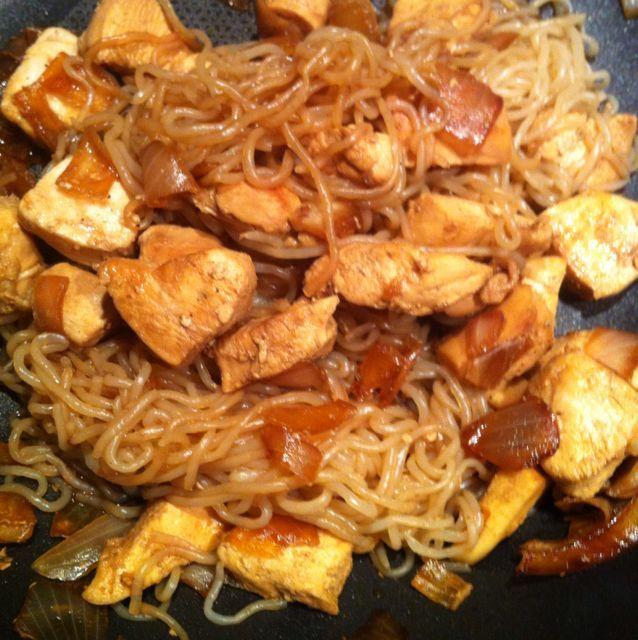 Wok de poulet sauce soja, vermicelles de konjac, Recette de Wok de poulet sauce…