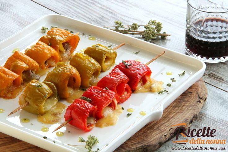 Involtini di peperoni rossi con mozzarella ed acciughe