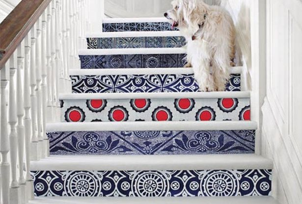 Painted stairs, the design is so modern with a traditional twist, reminds me of a Greek villa.