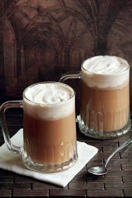 Cerveza de maneca!! Harry Potter:)  1/2 de helado de vainilla blando 1/2 barra de mantequilla blanda 1/3 de taza de azúcar morena 2 cucharaditas de canela 1 cucharadita nuez moscada en polvo 1/4 cucharadita de clavos molidos 1/4 de sidra de manzana o malta, en los países donde hay malta.  Opcional: Añade una onza de ron.