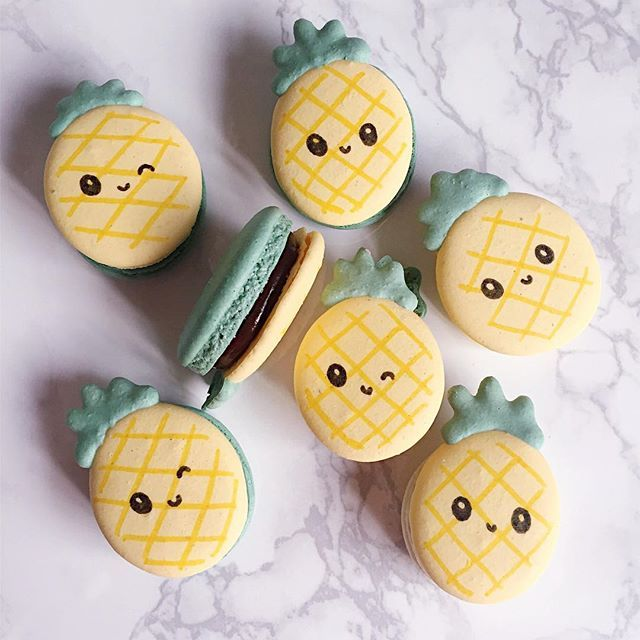 pineapple macarons