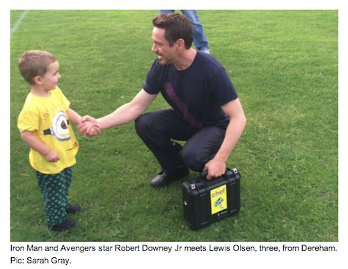RDJ on UK set of Avengers: Age of Ultron talking to little fan about his rockin' pyjamas. http://doesnotloveyou.tumblr.com/post/88991195176/to-chat-to-a-little-boy-about-his-pyjamas