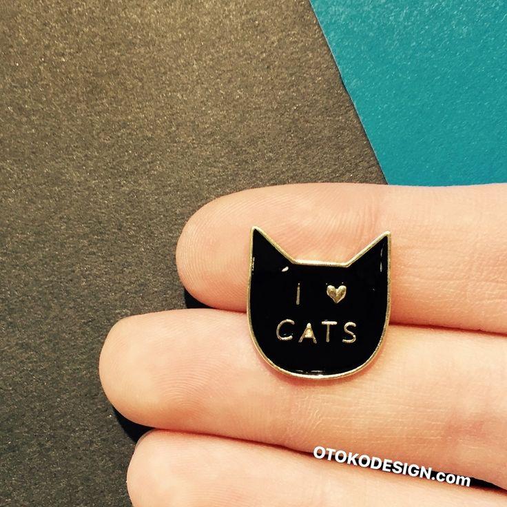 """Значок на одежду """"Я люблю кошек!"""". Черного цвета из нержавеющей стали с креплением безопасного типа """"Клипса"""". Можно носить как на лацкане пиджака или пальто, так и любом другом элементе гардероба."""