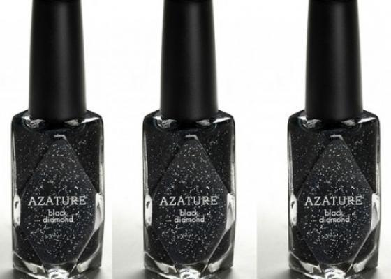 Black Diamond el esmalte de uñas más caro del mundo, cuenta con un total de 267 quilates de diamante negro, que aplicado sobre la uña, brinda un acabado de brillantina. Cada bote de este esmalte cuenta con un precio de 250.000 dólares.