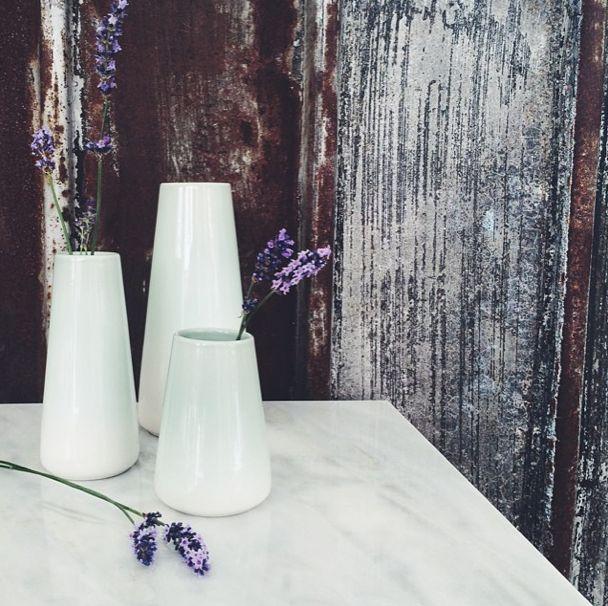 Smukke vaser fra Casalinga - Tinga Tango  Photo: Stine Albertsen #casalingadekoration#smykker#fajance#porcelæn#nordic#designbutik