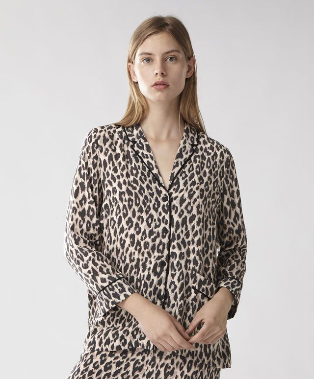 Leopard print shirt, 29.99£ - Leopard print shirt with long sleeves, button-up fastening and two pockets along the bottom. Made of a fine fabric. - Find more Spring Summer 2017 trends in women fashion at Oysho.