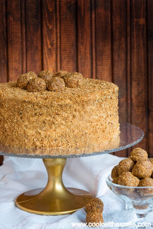 Медена торта с карамелен крем и кокос