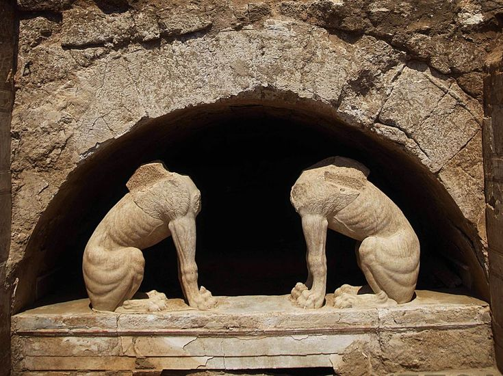 Photo of the two sphinxes found at the tomb.