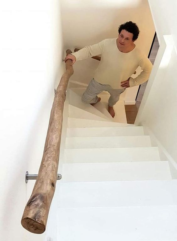 Use A Driftwood Log As A Stairway Handle