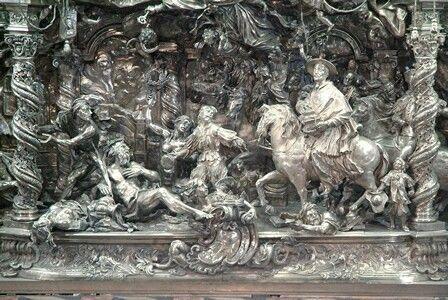 Paliotto d'argento di Gian Domenico  Vinaccia con la traslazione di San Gennaro.  1692-1696