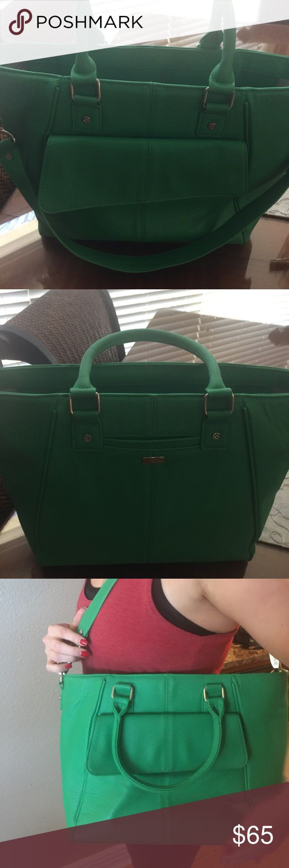 Jewel by Thirty One Handbag Beautiful NWOT green Handbag by thirty one. Nice large outside pocket on front and detachable shoulder strap. thirty one Bags Shoulder Bags