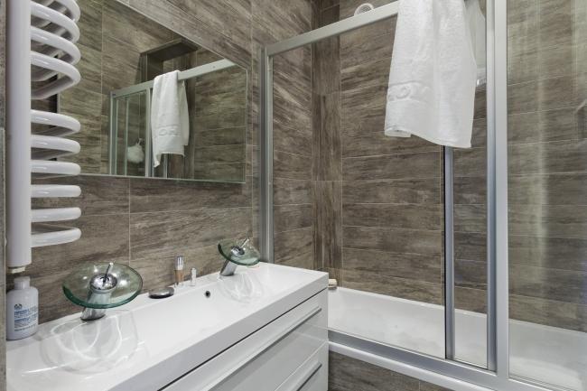 mała łazienka nowoczesna z wanną - Szukaj w Google
