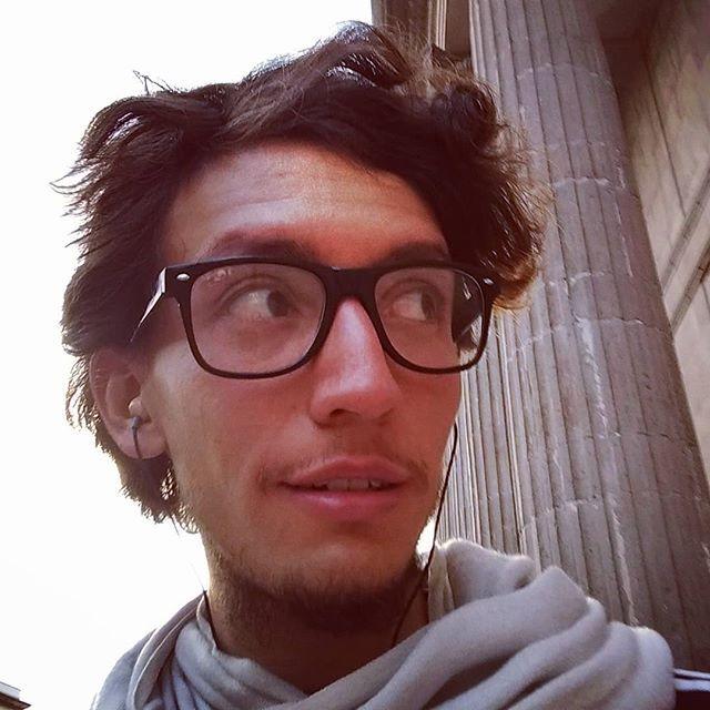 Después de olvidar romper y perder mis lentes hipsters al fin me conseguí unos nuevos.