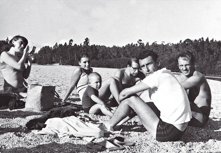 Maria Antónia Siza - Em Fão, com Alvarinho, ao centro, Laura Soutinho a pentear-se e Rui Leal e Júlio Ansiães à direita