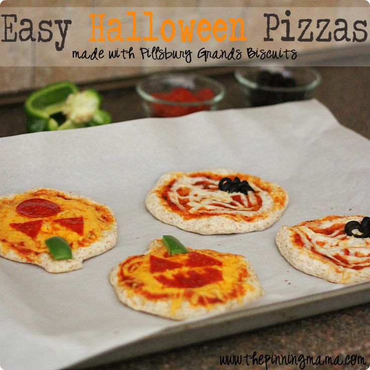 Easy Week Night Dinner: Personal Pizzas with Pillsbury Grands Biscuits | The Pinning Mama {OK TO USE}