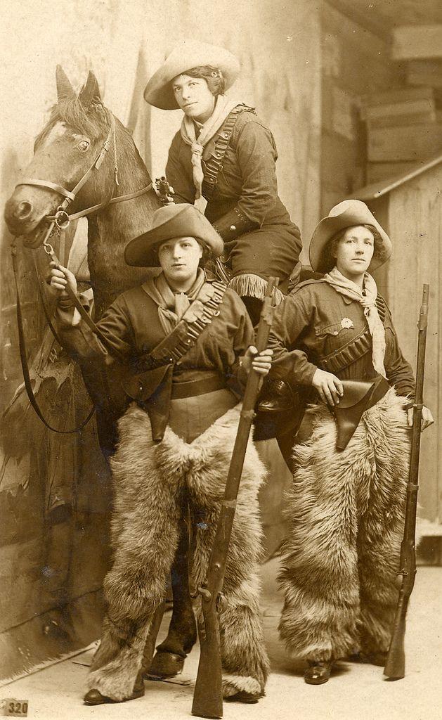 Old school cowgirls. Go get em' ladies!