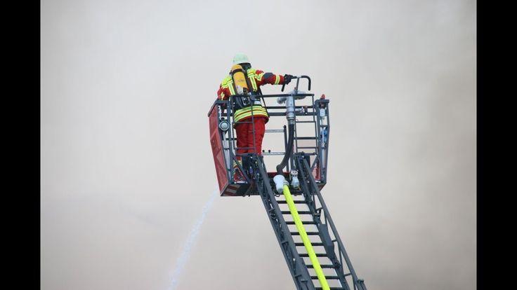 Lagerhallenbrand #Losheim #am #See ( #Saarland )  #Losheim #Saar #Zu #einem Lagerhallenbrand kam #es Sonntagnachmittag, 30.#Juni 2017 #in #der Saarbrueckerstrasse #in #Losheim. #Aus bislang ungeklaerten Gruenden brach #in #einem Online-Versandhaus, #in #der Baumaterial gelagert #wurden, #aus #und breitete #sich rasant #schnell #in #der kompletten #Lagerhalle #aus. #Etwa #im #sieben stelligen #Bericht #wird derzeit #der Schaden beziffert. #Noch http://saar.city/?p=68843